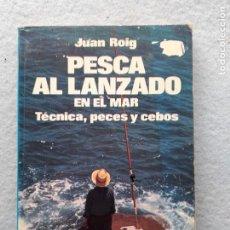Coleccionismo deportivo: PESCA AL LANZADO EN EL MAR. TÉCNICA, PECES Y CEBOS. JUAN ROIG.. Lote 261612905