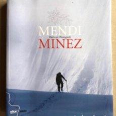 Coleccionismo deportivo: MENDI MINEZ, POR RAMÓN OLASAGASTI. ED, ELKAR 2007. MONTAÑISMO.. Lote 128553391
