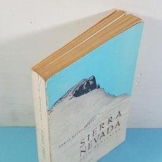 Coleccionismo deportivo: SIERRA NEVADA GUIA MONTAÑERA, PABLO BUENO PORCEL, MONTBLANC 1963 246 PAG CON DESLEGABLE. Lote 262878205