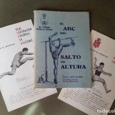 Coleccionismo deportivo: EL ABC DEL SALTO DE ALTURA (1965)+ 2 DESPLEGABLES DE 16PP - VALLAS Y SALTO LONGITUD. Lote 278460578