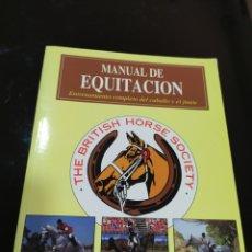 Coleccionismo deportivo: MANUEL DE EQUITACIÓN THE BRITISH HORSE SOCIETY. ENTRENAMIENTO COMPLETO DEL CABALLO Y EL JINETE. Lote 287847758