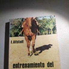 Libros: ENTRENAMIENTO DEL CABALLO DE EQUITACIÓN ALBATROS. Lote 177419970