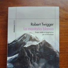 Libros: LA MONTAÑA BLANCA VIAJES REALES E IMAGINARIOS POR EL HIMALAYA ROBERT TWIGGER LIBRO NUEVO. CHAMANISMO. Lote 192646811