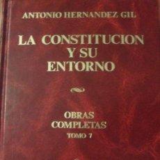 Libros: ANTONIO HERNÁNDEZ GIL - LA CONSTITUCIÓN Y SU ENTORNO. Lote 207918325