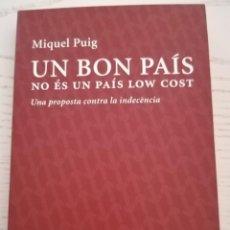 Libros: UN BON PAÍS NO ÉS UN PAÍS LOW COST - MIQUEL PUIG - EDICIONS 62 - BARCELONA - 2015. Lote 213815356