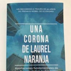 Libros: UNA CORONA DE LAUREL NARANJA: APORTACIONES FUNDAMENTALES DE LOS PREMIOS NOBEL DE ECONOMÍA. Lote 252504245