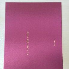 Libros: MARAVILLOSO LIBRO CON FOTOGRAFIAS SOBRE EL VINO. Lote 128434575