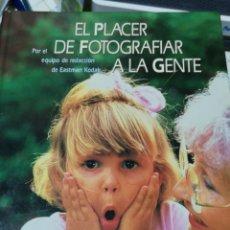 Libros: EL PLACER DE FOTOGRAFIAR A LA GENTE. EQUIPO EASTMAN KODAK. CÍRCULO DE LECTORES.. Lote 154420209