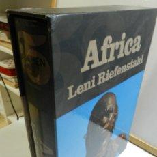 Libros: LENI RIEFENSTAHL: AFRICA TASCHEN FOTOGRAFÍAS TAPA DURA ESTUCHE 25 ANIVERSARIO. Lote 214248311