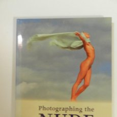 Libros: PHOTOGRAPHING THE NUDE - EN INGLÉS - TAPA DURA – 2002 DE MIKE CRAWLEY LIBRO FOTOGRAFÍA ERÓTICA. Lote 214261711