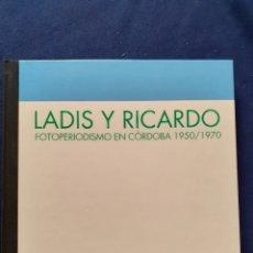 Libros: LADIS Y RICARDO, FOTOPERIODISMO EN CORDOBA 1950/1970, ESTADO NUEVO. Lote 291521848