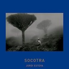 Libros: SOCOTRA INCLUYE EL DVD DE LA PELÍCULA SOCOTRA LA ISLA DE LOS GENIOS JORDI ESTEVA SOCOTORA. Lote 97653918