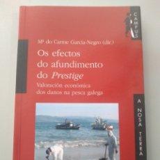 Libros: OS EFECTOS DO AFUNDIMENTO DO PRESTIGE. MARÍA DO CARME GARCÍA-NEGRO. A NOSA TERRA. Lote 173391473