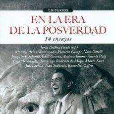 Libros: EN LA ERA DE LA POSVERDAD. 14 ENSAYOS (VV.AA.) CALAMBUR 2017. Lote 181323593