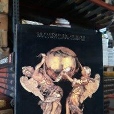 Libros: LA CIUDAD EN LO ALTO /CARAVACA DE LA CRUZ EXPOSICIÓN 2003. Lote 169862168
