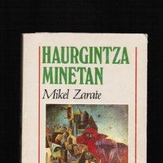 Libros: HAURGINTZA MINETAN - MIKEL ZARATE - ELKAR - EN EUSKERA. Lote 39824982