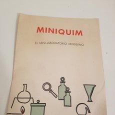 Libros: LIBRO MINIQUIM CONTENIDO DE LA CAJA Y PRUEBAS DEL NUMERO 1 - 2 Y 3 DEL AÑO 1970. Lote 143842276