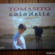 Libros: TOMATITO ET SALADELLE - HISTORIA DE UN GITANO Y UN TORO - EN FRANCES . Lote 96899747
