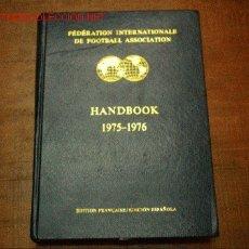 Coleccionismo deportivo: FIFA SOBRE LA FEDERACION 1975-1976 ESCRITO EN FRANCES Y EN ESPAÑOL.EDITADO EN SUIZA. Lote 26863461