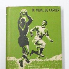 Coleccionismo deportivo: EL FUTBOL ACTUAL, M. VIDAL DE CARCER. 1956, DEDICADO POR EL AUTOR 20X15 CM.. Lote 19785598