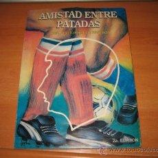 Coleccionismo deportivo: AMISTAD ENTRE PATADAS POR CARLOS ITURRALDE RIVERO 2ª EDICION NO TRAE FECHA. Lote 21714155
