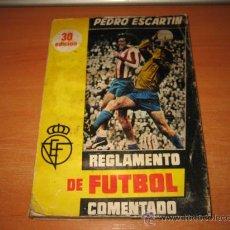 Coleccionismo deportivo: REGLAMENTO DE FUTBOL COMENTADO POR PEDRO ESCARTIN MADRID 1977 . Lote 26414172