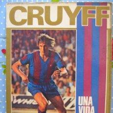 Coleccionismo deportivo: BARÇA FUTBOL CLUB CF BARCELONA FC LIBRO CRUYFF UNA VIDA POR EL BARÇA MIREN LAS FOTOS ES EL MISMO. Lote 26417792