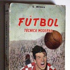 Coleccionismo deportivo: ANTIGUO LIBRO - FUTBOL - TECNICA MODERNA C/ 85 ILUSTRACIONES EDITORIAL SINTES BARCELONA AÑO 1962. Lote 29134374