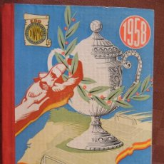 Coleccionismo deportivo: LIBRO DE FUTBOL LA LUCHA POR LA COPA AÑO 1958 COMO NUEVO CON UN MONTON DE ILUSTRACIONES VER FOTOS. Lote 33407396