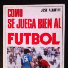 Coleccionismo deportivo: CÓMO SE JUEGA BIEN AL FÚTBOL - JOSÉ ALTAFINI . Lote 39236661