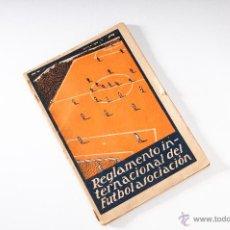 Coleccionismo deportivo: LIBRO DEL REGLAMENTO INTERNACIONAL DE FUTBOL ASOCIACION. Lote 40771079