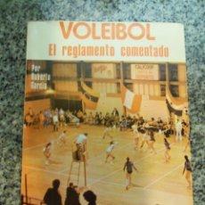 Coleccionismo deportivo: VOLEIBOL, EL REGLAMENTO COMENTADO, POR ROBERTO GARCÍA - REVISTA VOLEY - ARGENTINA - UNICO!. Lote 45893748
