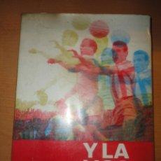 Coleccionismo deportivo: LIBRO Y LA LIGA SIGUE 1928 -1970 JM HERNANDEZ PERPIÑA SEPT. 1970 FUTBOL. Lote 48835383