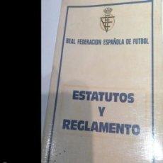 Coleccionismo deportivo: ESTATUTOS Y REGLAMENTO DE LA REAL FEDERACIÓN ESPAÑOLA DE FÚTBOL. AÑO 1977. . Lote 55159318
