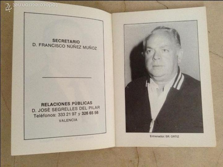 Coleccionismo deportivo: Libro futbolistas veteranos del Valencia, C.F., con fotografías y firmas de los jugadores. - Foto 2 - 113192684