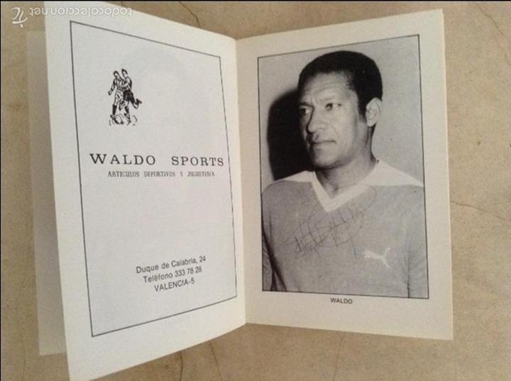 Coleccionismo deportivo: Libro futbolistas veteranos del Valencia, C.F., con fotografías y firmas de los jugadores. - Foto 14 - 113192684