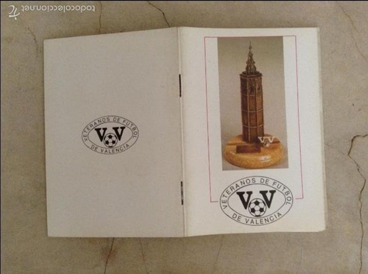 Coleccionismo deportivo: Libro futbolistas veteranos del Valencia, C.F., con fotografías y firmas de los jugadores. - Foto 20 - 113192684