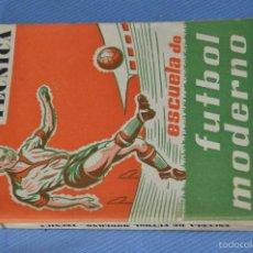 Coleccionismo deportivo: ESCUELA DE FÚTBOL MODERNO - AÑO 1958 - AUTOR MANUEL FRESCO MAROTO . Lote 60323899