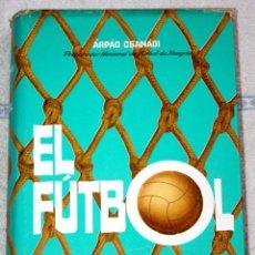 Coleccionismo deportivo: EL FÚTBOL. PRINCIPIOS BÁSICOS, SISTEMAS DE JUEGO, TÁCTICAS 1963. ARPAD CSANADI. 567 PÁG. TAPA DURA.. Lote 60553331