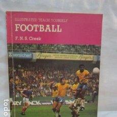 Coleccionismo deportivo: FOOTBALL - ILLUSTRATED TEACH YOURSELF / F. N. S. CREEK (ILUSTADO Y EN INGLES - VER FOTOS). Lote 68610581