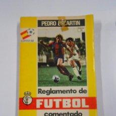 Coleccionismo deportivo: REGLAMENTO DE FUTBOL COMENTADO, PEDRO ESCARTIN EDICION 33. SEPTIEMBRE 1985. TDK32. Lote 69369917