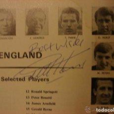 Coleccionismo deportivo: GUÍA DEL MUNDIAL DE INGLATERRA 1966. FIRMADA POR GEOFF HURST. Lote 96946035