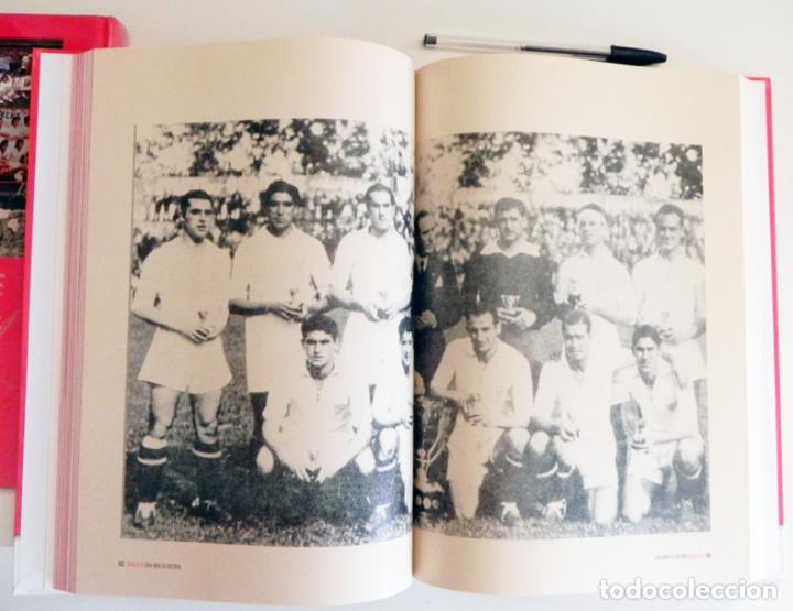 Coleccionismo deportivo: SEVILLA FC CIEN AÑOS DE HISTORIA TOMO 1 2 LIBROS ORO FÚTBOL CLUB - DEPORTE FOTOS LIBRO TOMOS SFC 100 - Foto 4 - 97797483