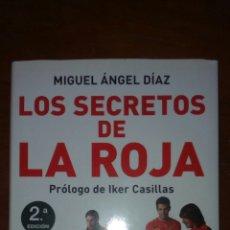 Coleccionismo deportivo: LOS SECRETOS DE LA ROJA DE MIGUEL ÁNGEL DÍAZ CON PRÓLOGO DE CASILLAS. Lote 100634959