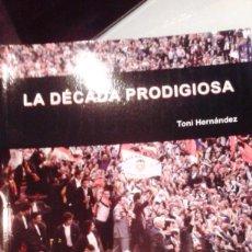 Coleccionismo deportivo: LA DECADA PRODIGIOSA. VALENCIA CF. AUTOR: TONI HERNANDEZ. Lote 157855214