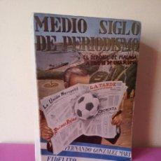 Coleccionismo deportivo: FERNANDO GONZALEZ MART, COLABORACION FIDELITO - MEDIO SIGLO DE PERIODISMO - MALAGA 1973 - FIRMADO. Lote 113095975