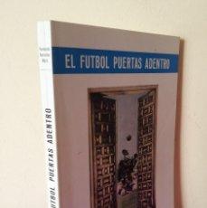 Coleccionismo deportivo: FERNANDO GONZALEZ MART, COLABORACION FIDELITO - EL FUTBOL PUERTAS ADENTRO - MALAGA 1976 - FIRMADO. Lote 113276219