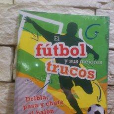 Coleccionismo deportivo: EL FUTBOL Y SUS MEJORES TRUCOS - NVG - NAUMANN & GÖBEL VERLAGSGESELLSCHAFT MBH - NUEVO - PRECINTADO. Lote 114558543