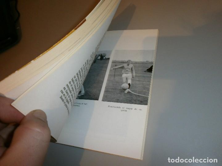 Coleccionismo deportivo: libro futbol moderno por bobby moore año 1974 - Foto 3 - 114633875