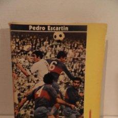 Coleccionismo deportivo: REGLAMENTO DE FUTBOL ASOCIACION. COMENTARIOS Y ACLARACIONES POR PEDRO ESCARTIN MORAN. AÑO 1972. Lote 118756791